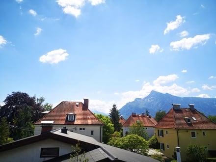 Wohnen am Leopoldskroner Weiher: Frisch renovierte Dachgeschosswohnung mit Ausblick