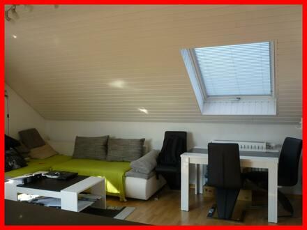 Schöne Dachgeschosswohnung mit Loggia, herrlichem Ausblick und TG-Stellplatz!