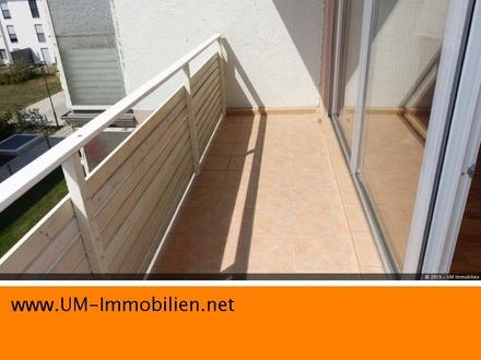 Sonnige, geräumige 2 Zi Wohnung, 2.OG m. Küche, Bad, Gartennutzung