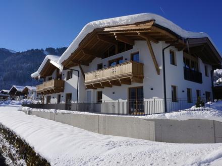 Kitzbühel: Exklusives Doppelhaus-Chalet zum Erstbezug in Zentrumsnähe der Gamsstadt