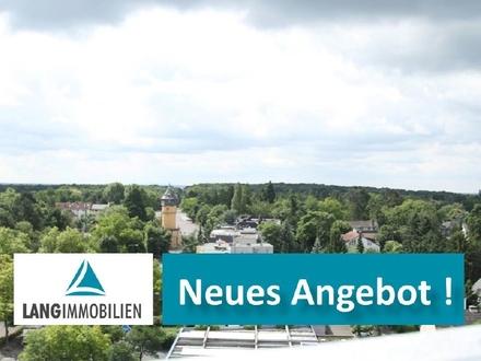 ++ Traumhafter Fernblick: Terrassenwohnung mit 160 m² Dachterrasse im schönen Sonnenring ++