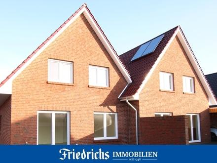 Lichtdurchflutete Komfort-Neubau-Doppelhaushälfte mit Carport/Geräteraum in Bad Zwischenahn-Ekern