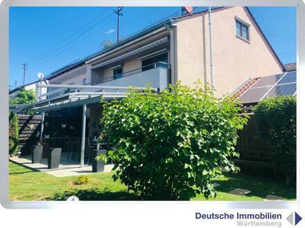 Gartenparadies: sanierte Doppelhaushälfte mit Garage in Steinenbronn