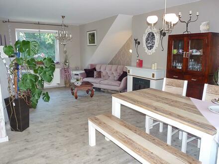 renovierte DG-Wohnung mit Balkon u. eigenem Gartenanteil