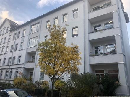 3-Zimmer-Wohnung mit Balkon im Altbau