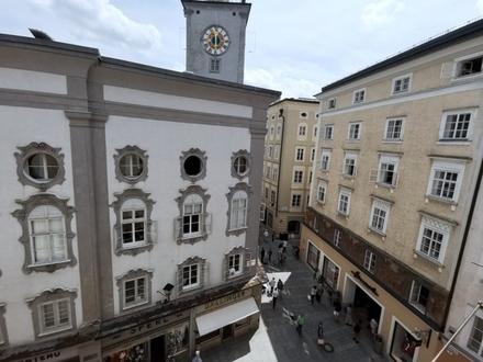 Im Herzen der Altstadt: Attraktive 2 Zimmer-Altbauwohnung mit Wohnküche- oberster Stock mit Lift