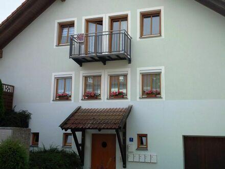Hausansicht; Wohnung mit Balkon