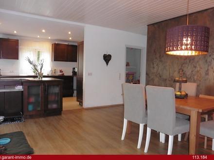 Besonderes Einfamilienhaus mit Gartenbereich und Doppelgarage