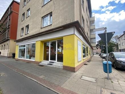 Großzügiger Laden mit großer Schaufensterfront in zentrumsnaher und stark frequentierte Lage!