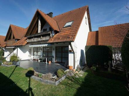Großzügige Doppelhaushälfte mit Doppelgarage und ausbaubarem Dachspitz