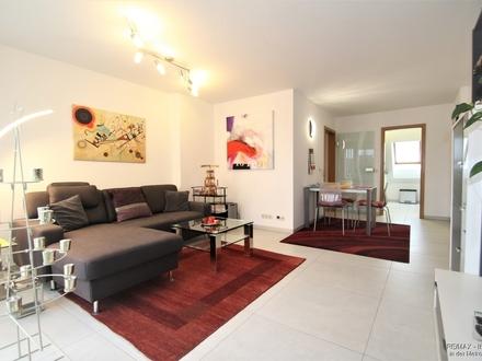 Moderne und neuwertige Wohnung verteilt auf 2 Ebenen