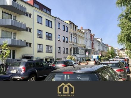 Bremen-Fesenfeld / Gepflegte 2,5-Zimmer-Wohnung mit Sonnenbalkon und 40 m² eigenen Gartenanteil