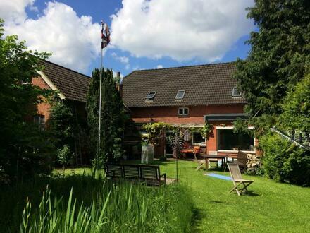 Gelegenheit in zentraler Lage! Geräumiges Wohnhaus mit Nebengebäude in Aurich