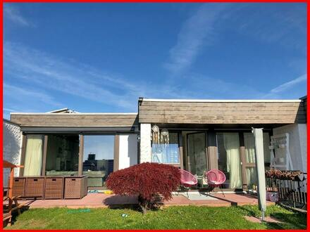 Im Bungalow-Stil: modern - aufwändig renoviert - mit schönem Garten!