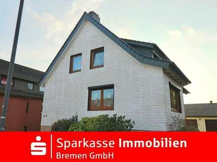 Ein besonderes Haus für zwei Familien mit großem Garten in familienfreundlicher Lage von Grambke
