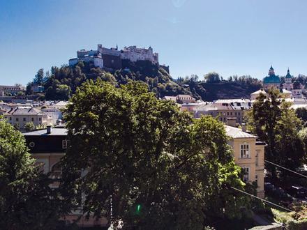 Wo Wohnen zum Erlebnis wird! Aussichtsreiche Villenetage mit traumhaftem Festungsblick!