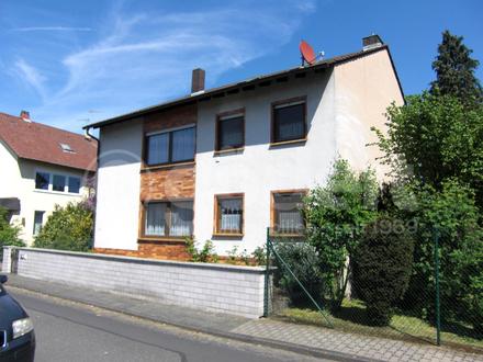 Renovierungsbedürftiges Zweifamilienhaus in der Ortsmitte!