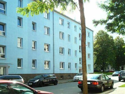 Sonnige 2 Raumwohnung in idyllischer grüner Lage mit Balkon!