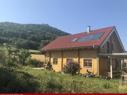 Schönes Holzhaus in Ortsrandlage