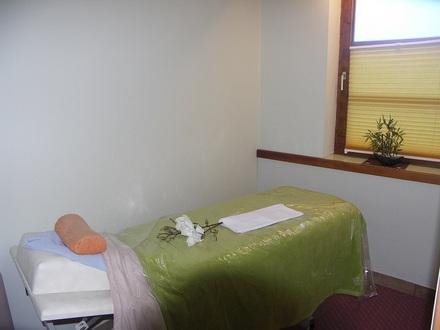 (Physio-) Therapiestation mit Möglichkeit eines integrierten Fitnessstudios