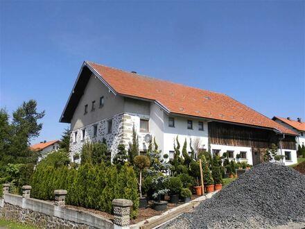 Schönes Bauernhaus bei Schöfweg