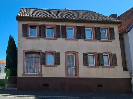 Einfamilienhaus (Bj. 1905) mit Flair und Ausbaupotenzial von privat