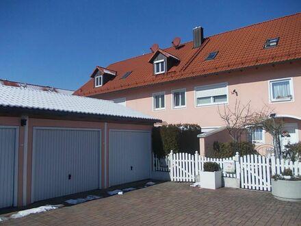 *Großes, familienfreundliches Reihenhaus, nur 15 km Flugh., 5 Min zur S-Bahn, 25 Min Zentrum-München* mit 3 Garagen und 2…