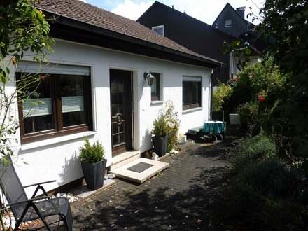Gepflegtes Einfamilienhaus mit Einliegerwohnung, Carport und Garage in Siegen-Kaan-Marienborn