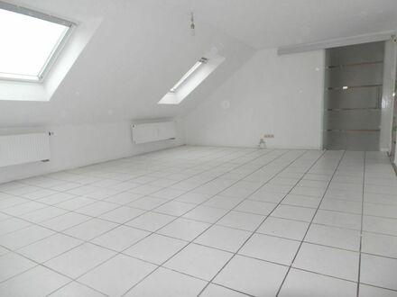 ARNOLD-IMMOBILIEN:Geräumige Wohnung mit Kaminofenanschluss ohne Balkon