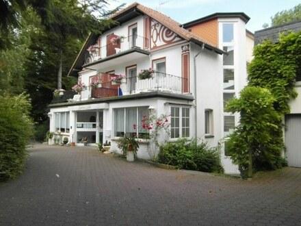 Anwesen in idyllischer Lage bietet Potential für eine Umnutzung in Wohnraum