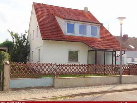 ** Freistehendes 2-Familienhaus mit schön eingewachsenem Garten - absolut ruhig & grün **