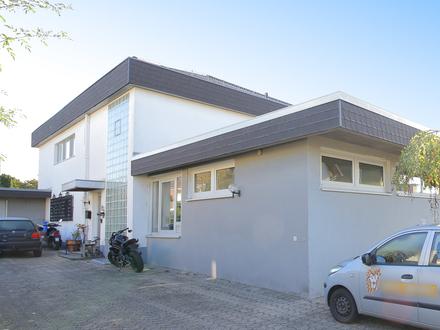 Großes Wohnhaus mit Gewerbeanteil in attraktiver Wohngegend