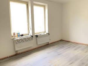Objektbeschreibung Die 4-Zimmer-Wohnung befindet sich im 1.Obergeschoss...