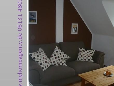 Moderne Möblierung trifft auf stilvollen Altbau am Lennebergwald in Mainz-Gonsenheim.