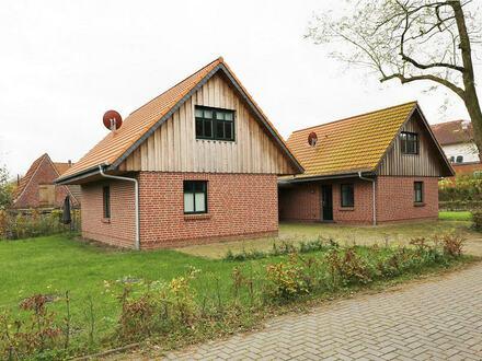 TT Immobilien bietet Ihnen: Zwei junge Ferienhäuser in Schortens-Accum (Friesland)