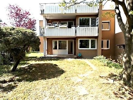 Erstklassig modernisierte 4 1/2-ZIMMER-MIETWOHNUNG mit Terrasse & Garage in ruhigem Mehrfamilienhaus in KORNTAL