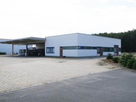 Diese moderne Halle mit großem Außenbereich bietet Ihnen Raum für MEHR!