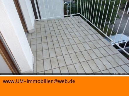 Schöne 3 Zimmer Dachgeschosswohnung mit Balkon und Stellplatz