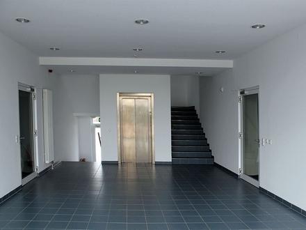 Lauenau: 574 m² moderne Bürofläche im Erd- und Obergeschoss