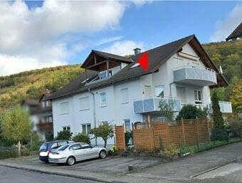 Gepflegte Dachgeschosswohnung in Röllfeld