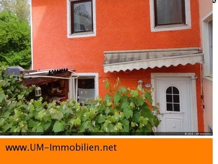renovierungsbedürftige DHH, 3 Zimmer, mit Schwedenofen und Terrasse