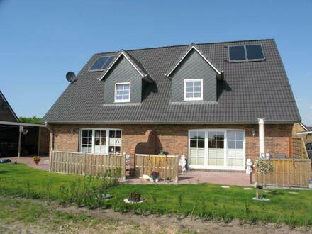 Schöne Haushälfte mit vier Zimmern in Nordfriesland am Stadtrand von Niebüll