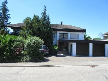 Freistehendes, sehr gepflegtes Einfamilienhaus mit Einliegerwohnung, Doppelgarage und Schwimmbad in schöner, angenehmer Wohnlage