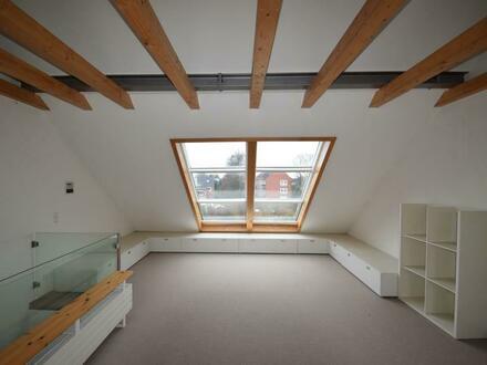 Haben Sie sich schon immer ein Atelierzimmer im Haus gewünscht? Dieses Reihenendhaus hat viel zu bieten.