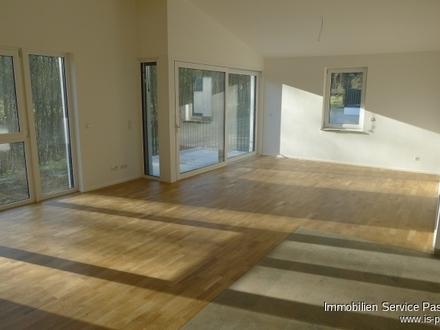 Moderne 3-Zimmer- Neubauwohnung mit Garten und 2 Stellplätzen. Einbauküche vorhanden!