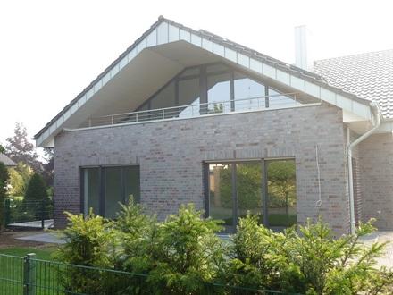 104 m²-Neubau-Wohnung mit großem Balkon, im 3-Fam.-Haus!