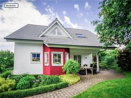 Zwangsversteigerung Einfamilienhaus mit Einliegerwohnung in 75177 Pforzheim, Am Hachelturm