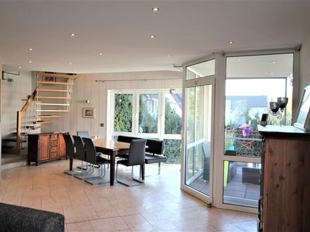 Attraktives Zweifamilienhaus mit Büro oder Praxis in GT-Kattenstroth