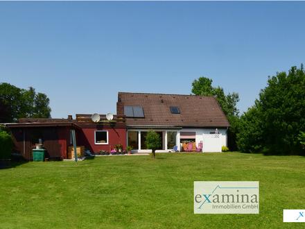 Geräumiges Einfamilienhaus mit vermieteter ELW, Wintergarten, Solaranlage und großzügigem Garten.