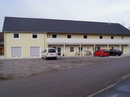 70 m²-Wohnung, 2 Zimmer, Küche, Bad, Flur + Kfz-Stellplatz